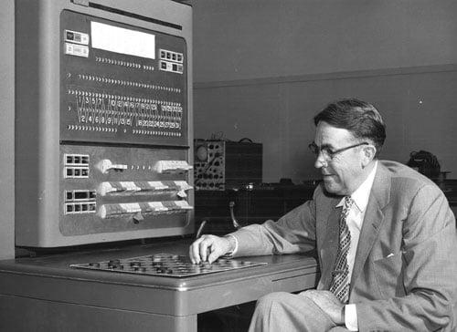 Arthur Samuel jogando damas com um computador