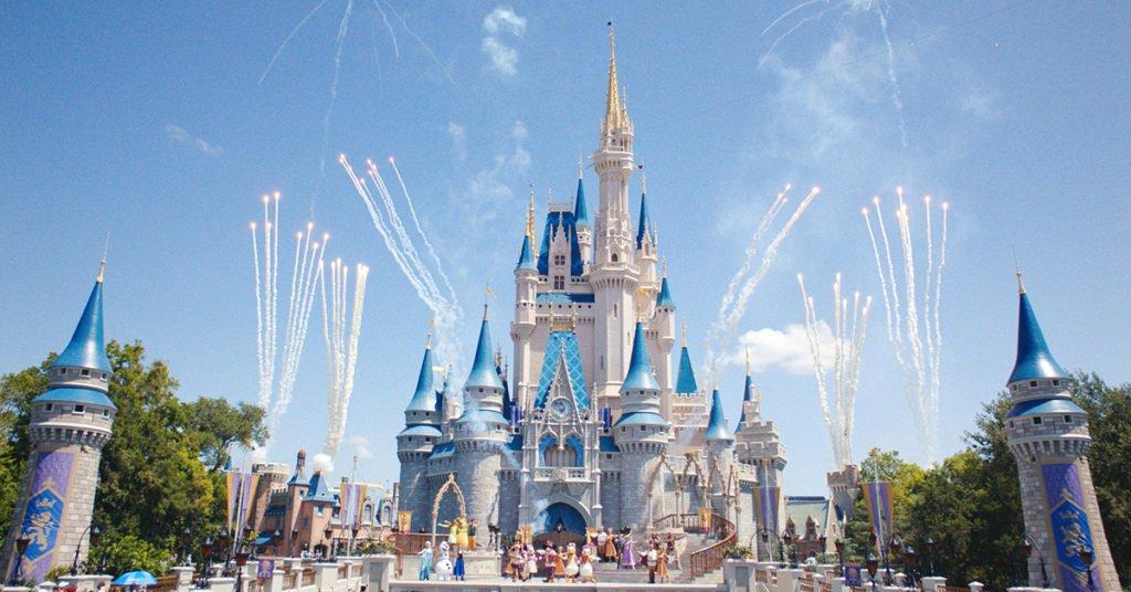 Os parques e a própria marca Disney são celebrados até hoje como sinônimo de Magia e Encantamento.