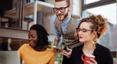Entenda o que é influência social e como aplicar no seu negócio