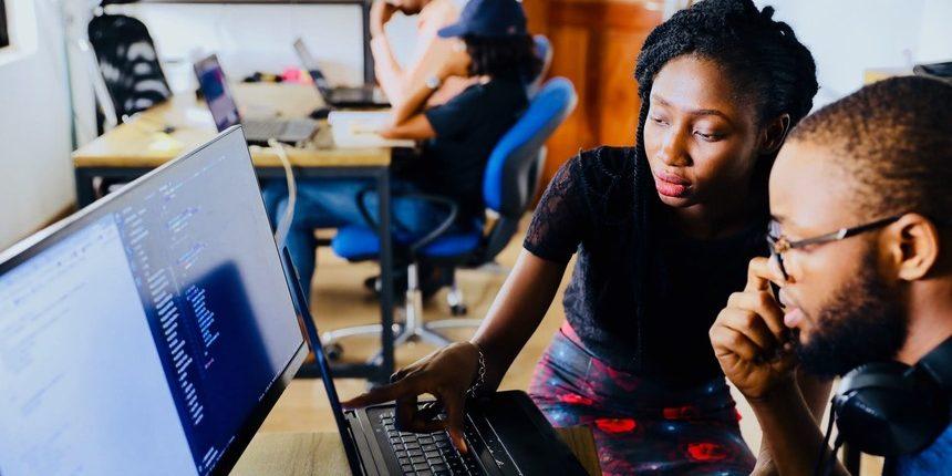 Pare TUDO e aprenda como escolher o melhor sistema de Help Desk